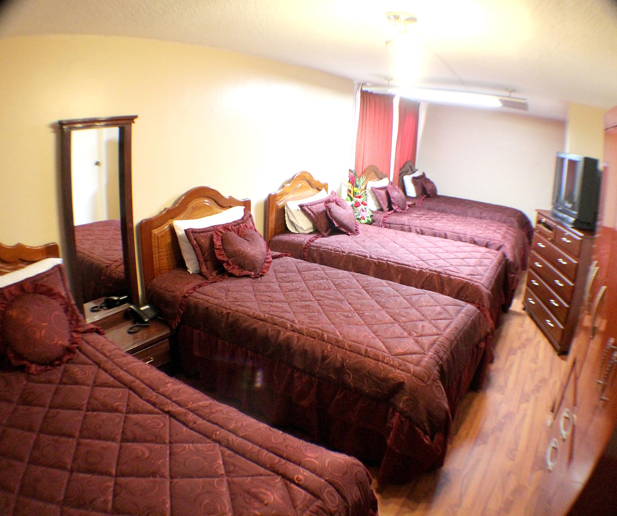 Habitaci n qu ntuple hotel tiwintza for Habitacion quintuple